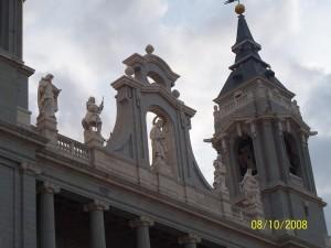 08 Ekim 2013 Santa Maria la Real de la Almudena Katedrali, Madrid, Ispanya -01-