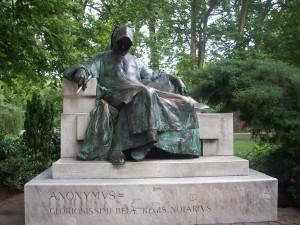 16 Haziran 2009 - Anonymus Heykeli, Sehir Parki, Varosliget, Budapeste, Macaristan -01-
