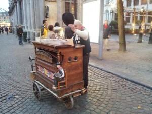 28 Kasim 2013 - Muzisyen, Burg Meydani, Brugge, Belcika