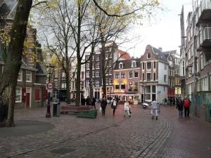 29 Kasim 2013 - Oudekerksplein (Old Church Square, Eski Kilise Meydani), Amsterdam, Hollanda