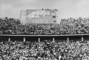 Berlin, Zuschauer beim Fußball-Endspiel