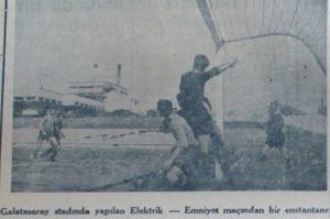 3 Eylul 1944 - 1944-1945 Istanbul Kupasi 1. Tur Elektrik 4-0 Emniyet (Galatasaray Stadindaki Ilk Mac)